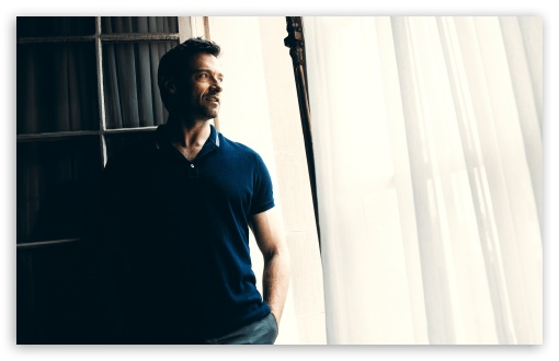 hugh_jackman_in_polo_shirt-t2